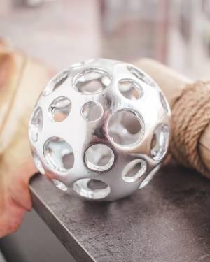 Декоративный шар серебряный M - заказ и доставка цветов Киев