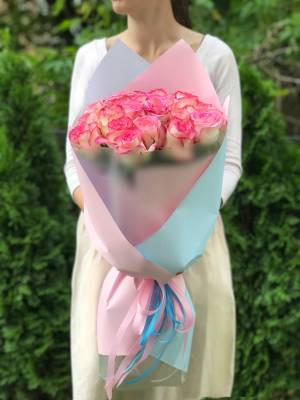 Букет 25 роз Джумилия в упаковке - заказ и доставка цветов Киев