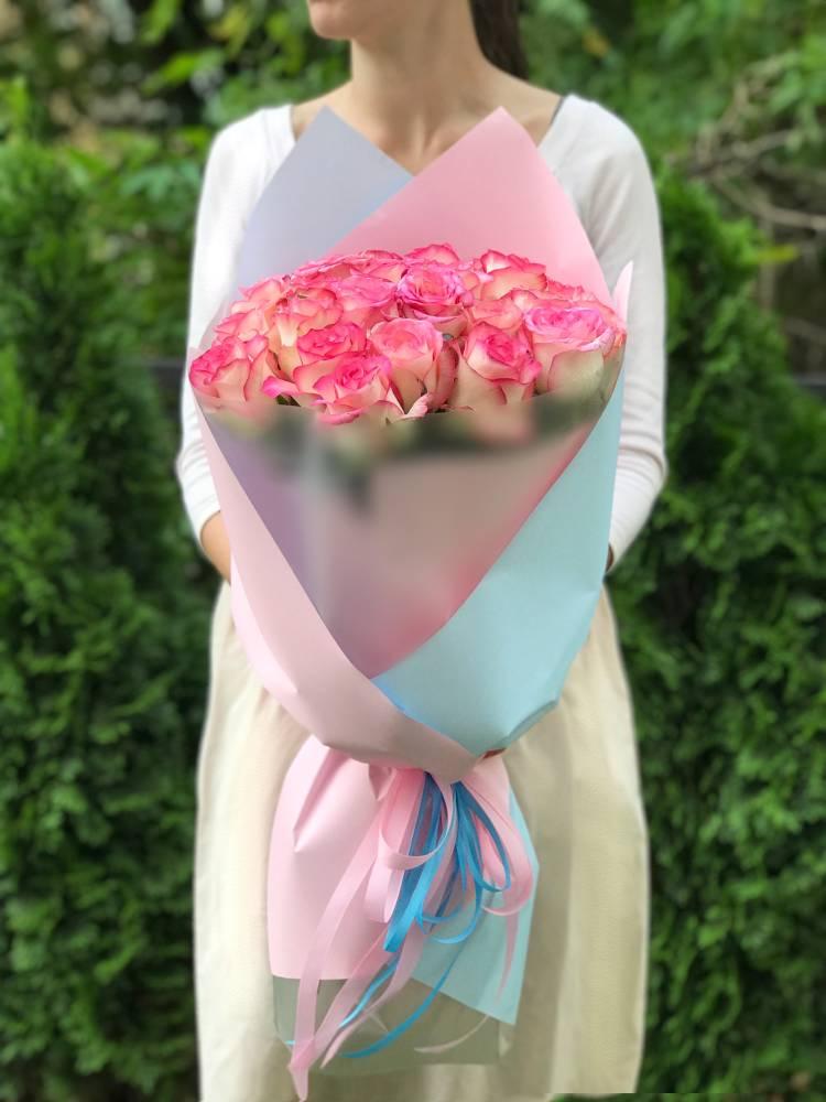 Букет 25 роз Джумилия в упаковке