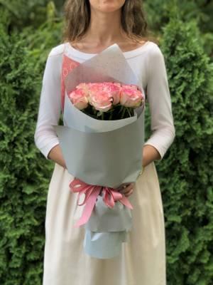 Букет 21 роза Джумилия в упаковке - заказ и доставка цветов Киев