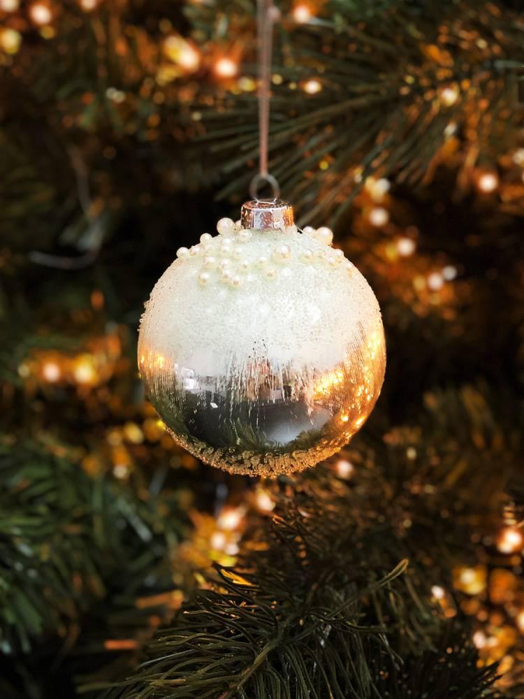 Новогоднее украшение Рождественский шар с бисером 8 х 9 см