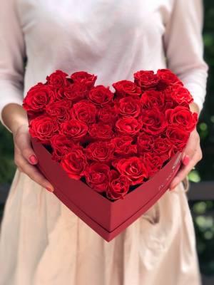 31 роза Эль Торо в коробке в форме сердца - заказ и доставка цветов Киев