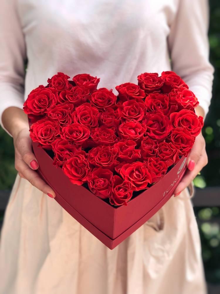 31 роза Эль Торо в коробке в форме сердца