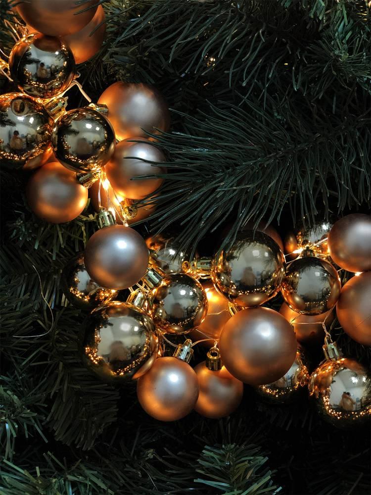 Гирлянда из 138 кремовых LED шаров