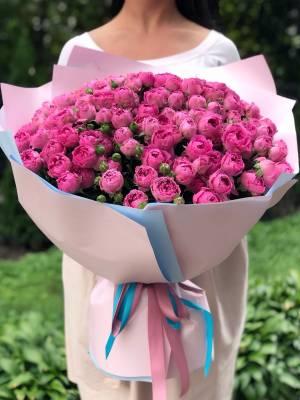 Букет 101 роза спрей малиновая