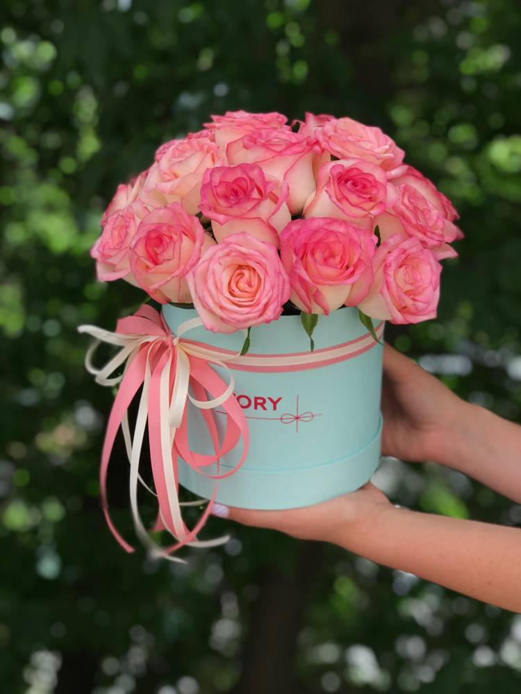 21 роза Джумилия в шляпной коробке