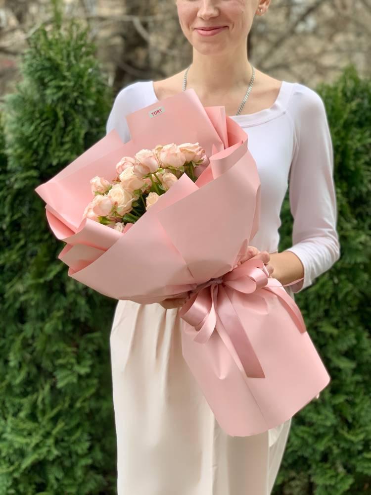 Букет 7 роз спрей кремовых