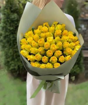 Букет 51 Желтая роза в упаковке - заказ и доставка цветов Киев