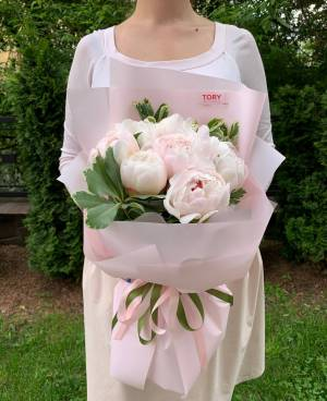 Букет 7 белых пионов - заказ и доставка цветов Киев