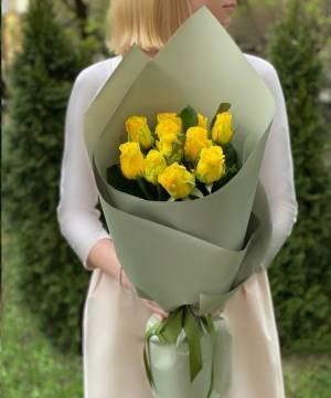 Букет 11 желтых роз в упаковке - заказ и доставка цветов Киев