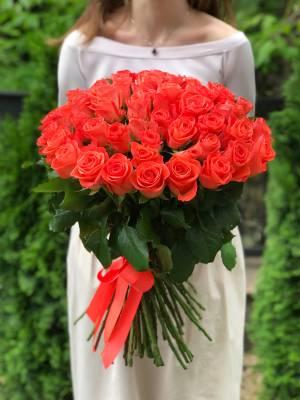Букет 51 коралловая роза - заказ и доставка цветов Киев