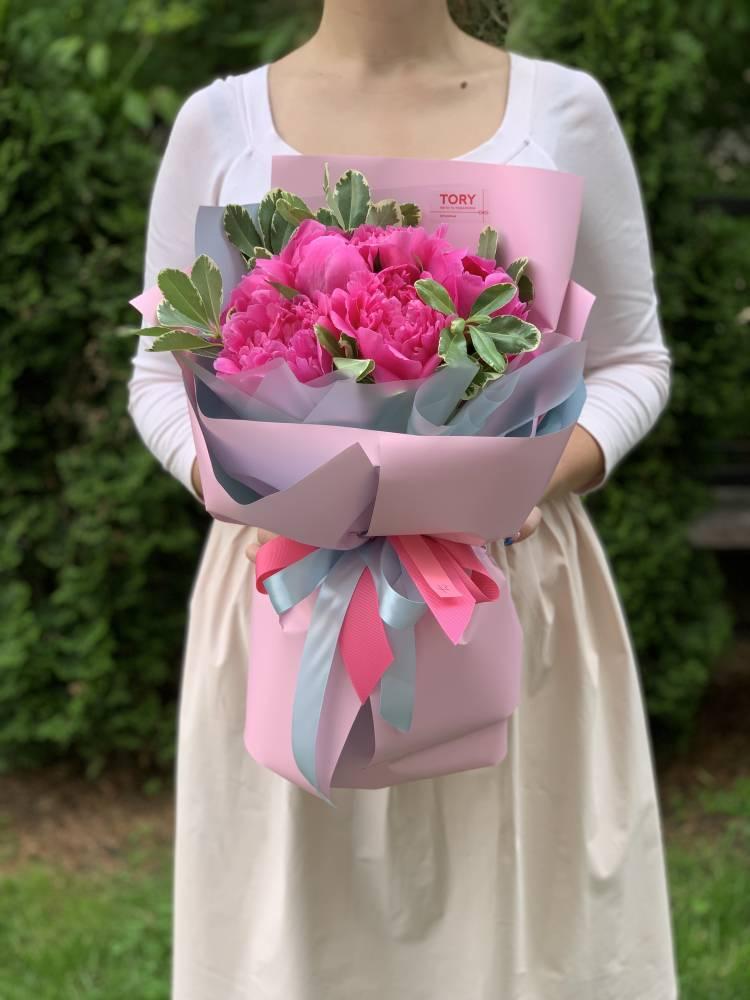 Букет 7 розовых пионов