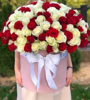 201 роза микс в шляпной коробке - заказ и доставка цветов Киев