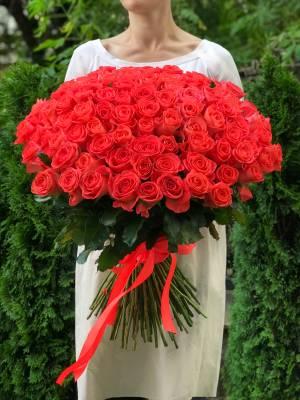 Букет 101 коралловая роза - заказ и доставка цветов Киев