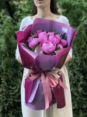Букет 11 пионов маджента - заказ и доставка цветов Киев