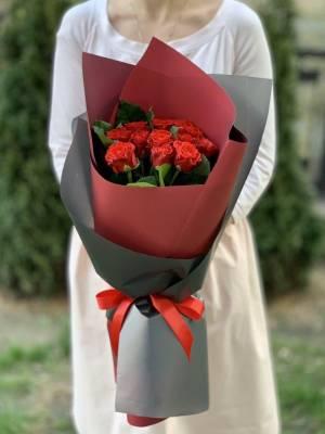 Букет 11 красных роз эль торо - заказ и доставка цветов Киев