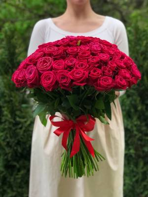Букет 101 малиновая роза - заказ и доставка цветов Киев