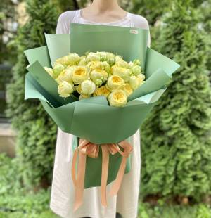 Букет 19 роз спрей Пиони Баблс - заказ и доставка цветов Киев
