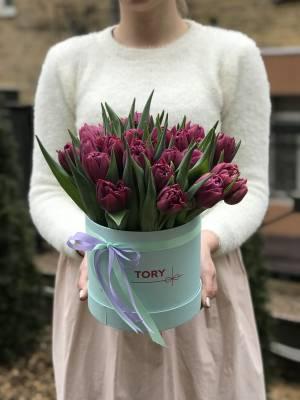 25 фиолетовых пионовидных тюльпанов в коробке - заказ и доставка цветов Киев
