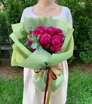 Букет 11 бордовых пионов - заказ и доставка цветов Киев