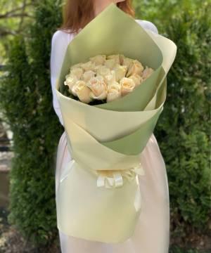 Букет 21 кремовая роза импорт - заказ и доставка цветов Киев