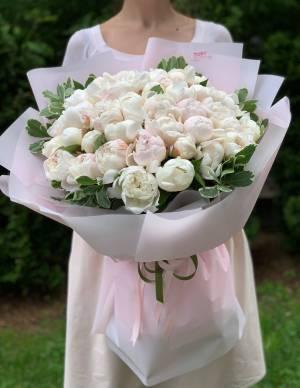 Букет 51 белый пион - заказ и доставка цветов Киев