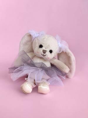 Игрушка Маленькая танцующая Моник - заказ и доставка цветов Киев