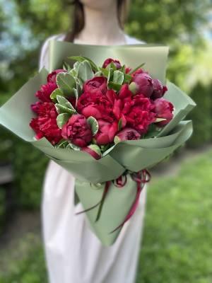 Букет 15 Бордовых пионов - заказ и доставка цветов Киев