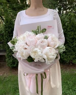 Букет 11 белых пионов - заказ и доставка цветов Киев