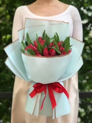 Букет 35 красных тюльпанов - заказ и доставка цветов Киев