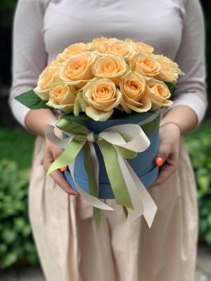 21 персиковая роза в шляпной коробке - заказ и доставка цветов Киев