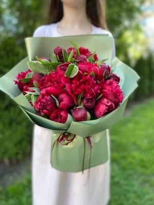 Букет 21 Бордовый пион - заказ и доставка цветов Киев