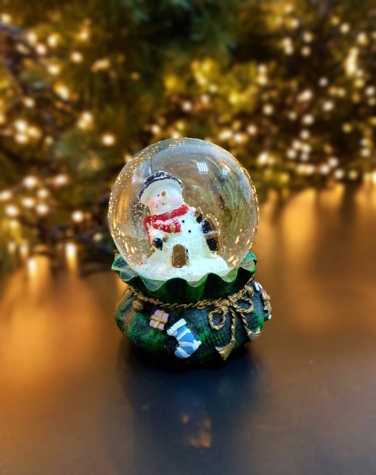 Водный шар Санта, Снеговик на подарочной сумке, 4 вида  6x9x6cm