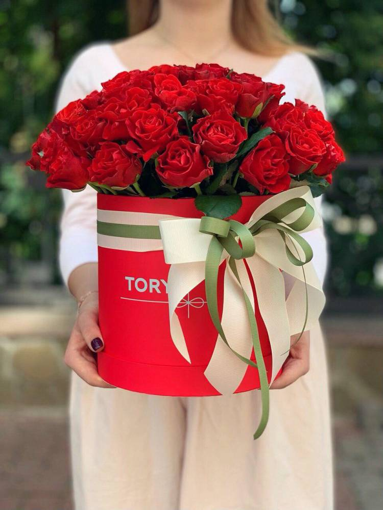 51 красная роза Эль Торо в шляпной коробке