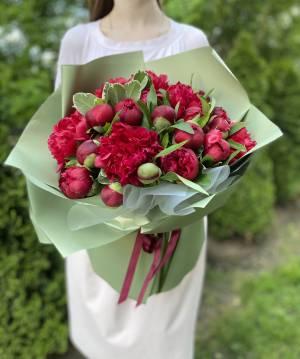 Букет 31 Бордовый пион - заказ и доставка цветов Киев