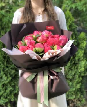 Букет 21 коралловый пион - заказ и доставка цветов Киев