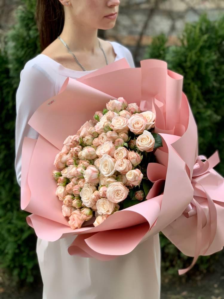Букет 31 роза спрей кремовая
