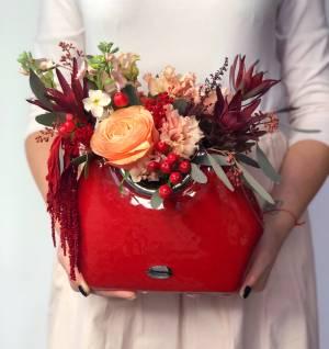 Букет в керамической вазе
