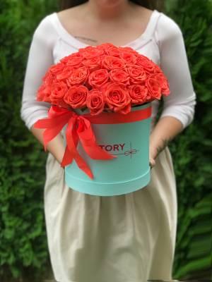 51 коралловая роза в шляпной коробке - заказ и доставка цветов Киев