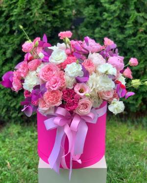 ЦВЕТЫ В КОРОБКЕ ФУКСИЯ - заказ и доставка цветов Киев