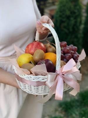 Корзина с фруктами - заказ и доставка цветов Киев