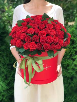 101 красная роза Эль Торо в шляпной коробке - заказ и доставка цветов Киев