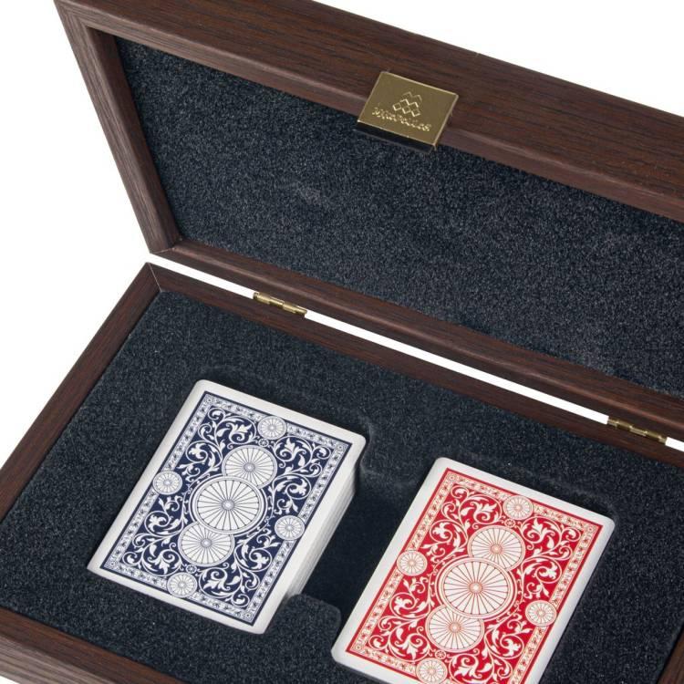 Игральные карты с пластиковым покрытием в деревянном футляре  карамельного цвета