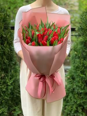 Букет 51 красный тюльпан - заказ и доставка цветов Киев