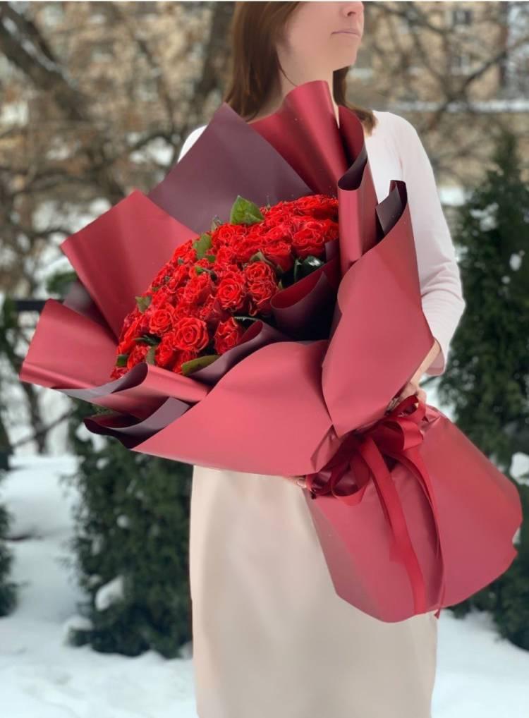 Букет 101 роза Эль Торо в упаковке