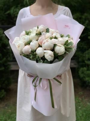 Букет 21 белый пион - заказ и доставка цветов Киев