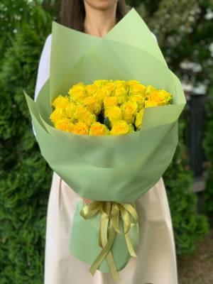 Букет 35 Желтых роз в упаковке - заказ и доставка цветов Киев