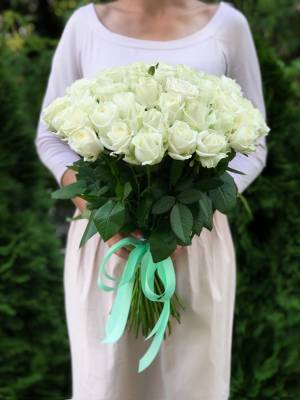Букет 51 белая роза Аваланч - заказ и доставка цветов Киев