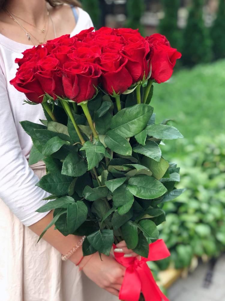 Букет 21 красная импортная роза, 80 см