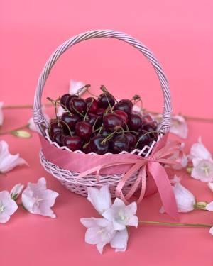 Черешня в корзине - заказ и доставка цветов Киев
